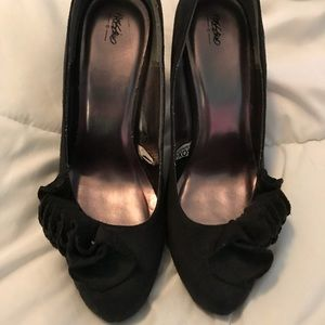 Faux Suede Black Mossimo Pumps with ruffle detail